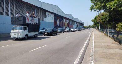 Professores fazem carreata em Manaus contra retorno das aulas presenciais em escolas públicas
